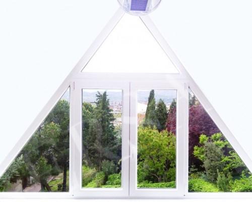 Ventana Pvc triangular adaptada a tu tejado