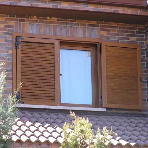 Mallorquina en pvc en marrón imitando a la madera abierta