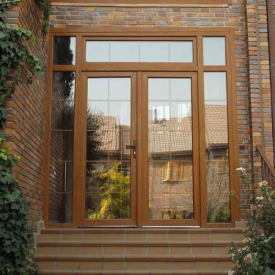 Puerta balconera de PVC marron con cristalera