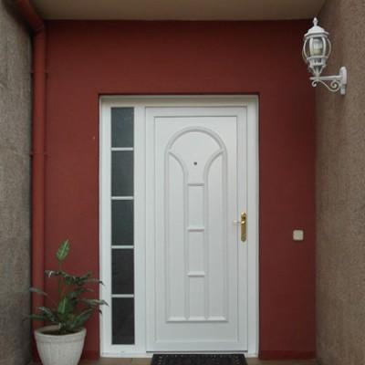 puerta pvc blanca con cristal lateral