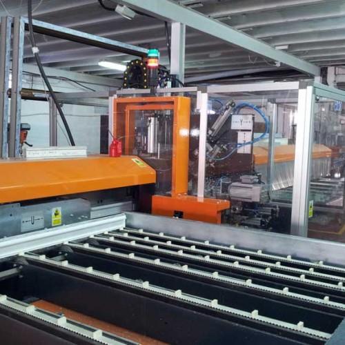 Bersa, foto del interior de la fábrica de ventanas de pvc y de la maquinaria en el polígono de Villalba en la Sierra de Guadarrama en Madrid